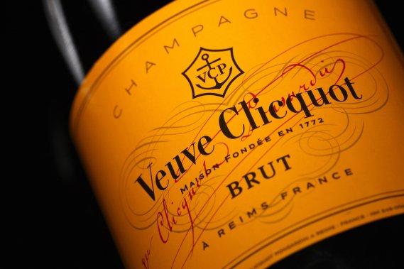 veuve-clicquot-champagne-sugar-baby-daddy-mundo